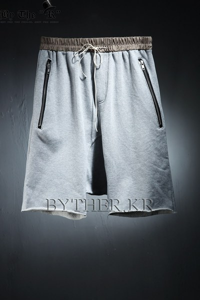 Zipper Pocket Pleated Waist Band Baggy Training Shorts